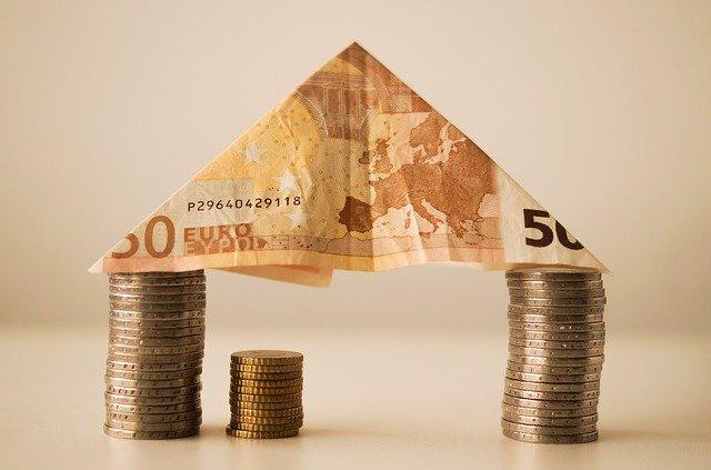 stříška z bankovky, mince