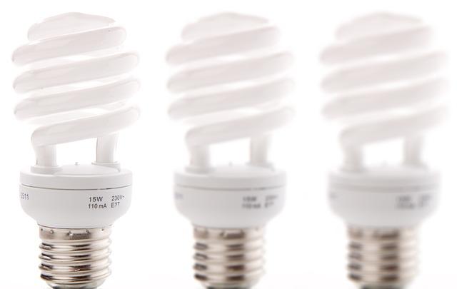 tři úsprné žárovky