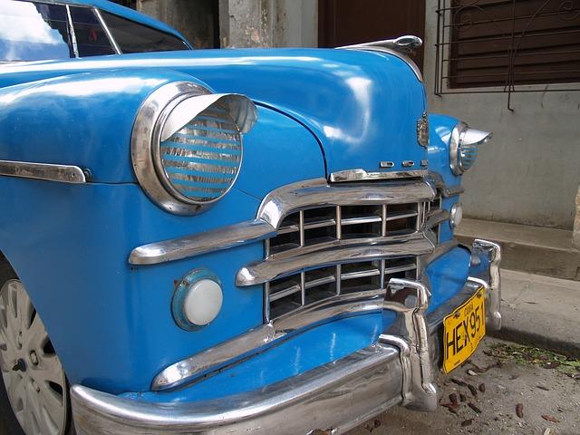 modré auto, přední maska, světla