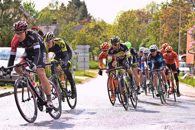 cyklisté, závod, silnice