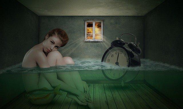 žena ve vodě