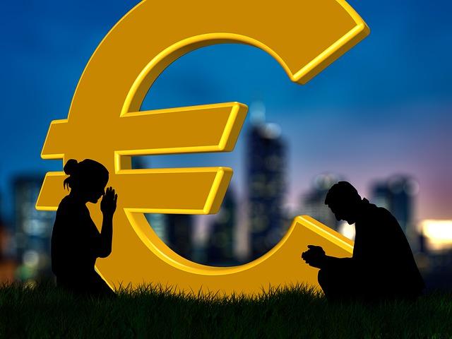 symbol eura, lidé se modlí